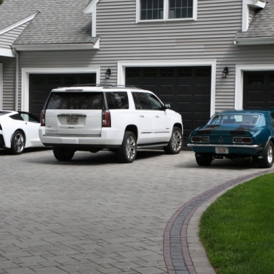 Driveway using Avanti Ashlar, Copthorne, and Courtstone pavers