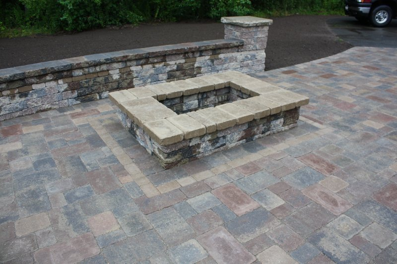 Brussels Sierra firepit with Ledgestone Buff coping.